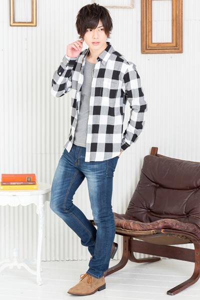 チェックシャツはデニムとの相性抜群