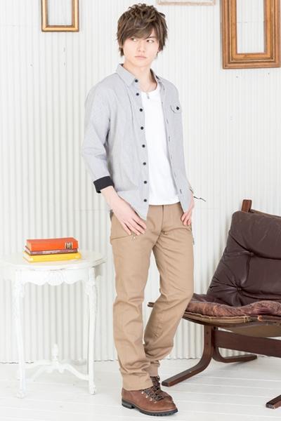 リブシャツで男らしくカジュアルなシルエット